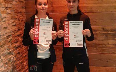 Taekwondo tweeling behaald scheidsrechter cursus in Nieuwegein